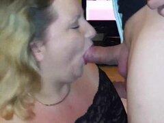 Kinky amateur BBW tragar su semen