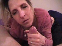 Salacious Puma entrega tentadora mamada antes de tragar semen en su boca