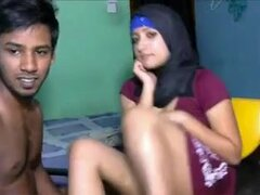 Musulmana chico cachondo follan su novia en el sofá, musulmanes chico cachondo follan su novia en el sofá