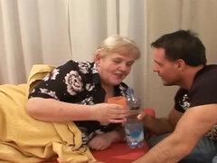havingsex una abuela peluda viejo gorda