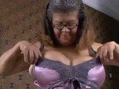 OmaGeil tetona Latina Lady jugando con ella