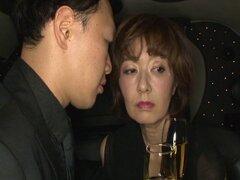 Madura pornstar asiática le encanta conseguir su twat peluda perforado - Kei Marimura