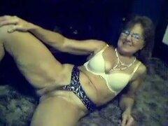 Puma blanco caliente está deseoso de mostrar su viejo coño en webcam, que un montón de chicos de Colegio cachonda visto a esta señora madura en webcam stripping. Me gustó este show pero esta señora es tan viejo y olvidadizo que ella no masturbarse al fina