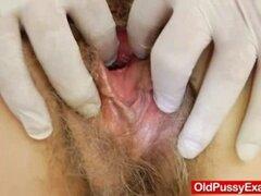 Juguetón gyno maduro en la clínica. Juguetón gyno maduro en la clínica