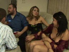 Disfruta de una sexy chica rubia Trio MMF en una fiesta