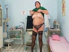 Madura esposa BBW es digitación su coño gordo