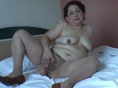 Vagina peluda de Marlina pulsa como ella es lo difícil - Marlina