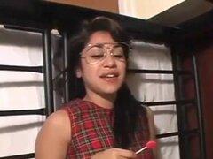 Pretty geek asiática con gafas part2. Pretty geek asiática con gafas part2.