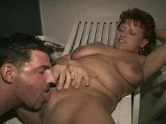 Alemana madura juega con maridito