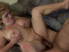 Rubia abuela Effie loco gemidos mientras recibiendo su vag follada duro