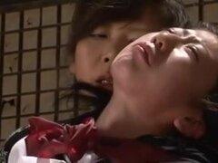 Japones colegiala follada por mujer mayor, una colegiala japonesa es follada cruelmente por una mujer mayor