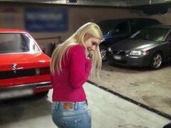 Belleza Checa perforado por dinero en efectivo en el estacionamiento, verdadero ángel Checo no profesional blondie parpadea sus mangos felices y recibe su pelo cum-agujero golpeado por dinero en efectivo