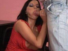 Renata Black en PornXN video: Secretaria abusada, Boss orinando sobre su secretaria antes de follar