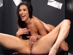 Eva Lovia, Jayden Cole en Sex Machina: una parodia XXX, escena 2 - DigitalPlayground,