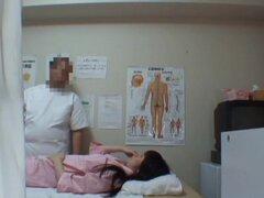 Muñeca asiática obtiene orgasmo de masaje voyeur experto