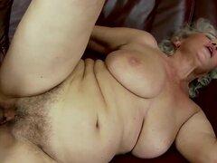 Hombre es tener sexo con esta abuela peluda gorda. Es relleno su arranque por su pollón duro y follando a la señora dura como nadie nunca antes en su vida de mucho pecado.