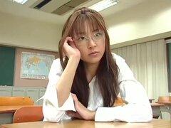 Manami Suzuki en platino, reina de raza anterior dado vuelta actriz AV, Manami Suzuki es muy popular a finales de 1990 y después de salir de su retiro en 2006, Manami hace videos de pareja y hace un video sin censura. Aquí está su cosplay de maestro sin c