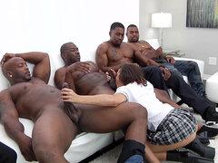 Keisha Grey en blow bang acción con cuatro tíos negro - Keisha Grey