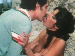Vintage clip con señora sexy chupando polla