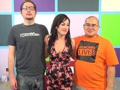 Chico enano finalmente pierde su virginidad con una puta caliente - Zoey Foxx, Noelle Easton, Dava Foxx, Jennifer White