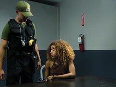Latina patrulla Kendall Woods - LatinaPatrol. Latina patrulla Kendall Woods - enjaulado violador durante una búsqueda de rutina de la casa los agentes llegar atacado de sorpresa por su sospechoso, minúsculo terror Kendall Woods. Esta luchadora Latina peti