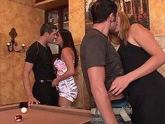Sexy rubia caliente Alanah Rae y cachonda morocha Mia Lelani aman intercambiar esposos