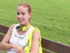 Mofos - pelirroja es recogido en el Parque