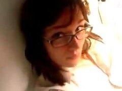 Adolescente caliente con gafas digitación su Poon