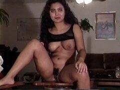 Chica amateur con un botín perfecto permite el tipo toque sus nalgas - Dallas