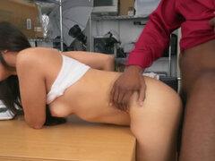Agente negro folla a una latina caliente durante su casting porno con su enorme polla Video completo en nuestra página. Agente negro folla a una latina caliente durante su casting porno con su polla masiva Video completo en nuestra página