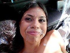 Chica mexicana se compromete a bang en la furgoneta por supuesto por dinero
