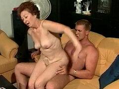 Abuela peluda follada por Stud caliente