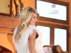 Hermosa modelo rubia Nikki du Plessis, recién llegado dulce Nikki du Plessis realmente se encenderá el fuego en este video por Holly Randall. Altura rubia Nikki es tan precioso calado encaje y piel, las piernas muchas más, en un par de botas de tacón alto